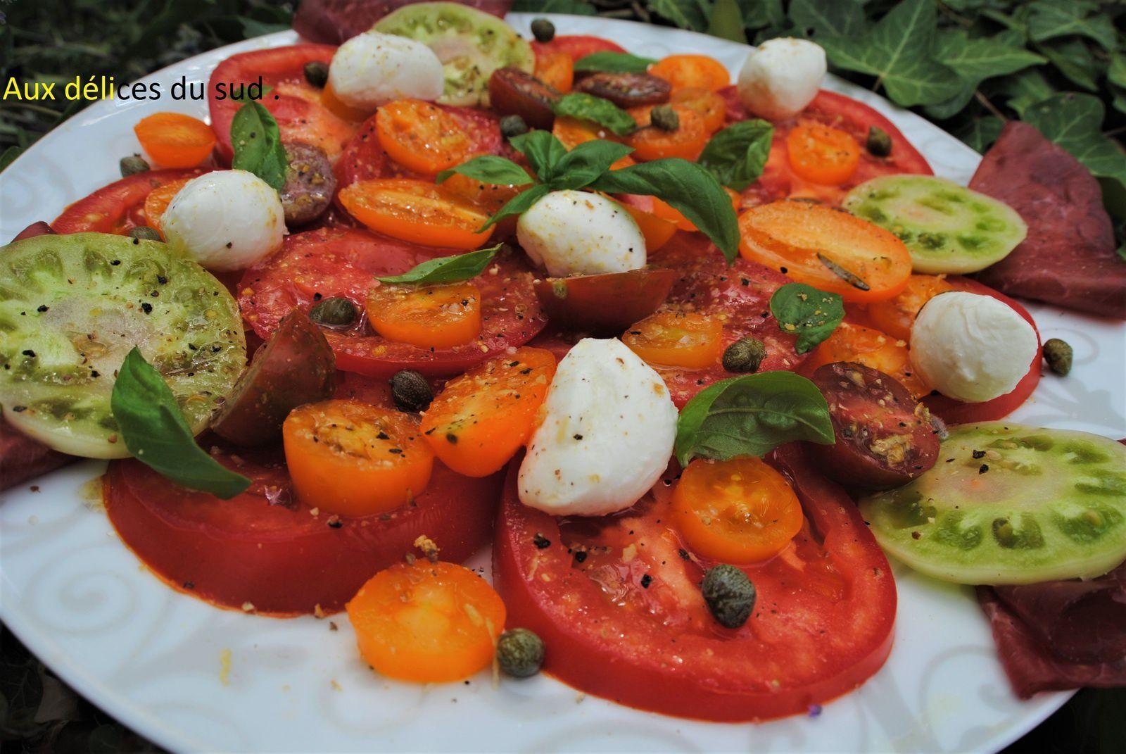 Salade de tomates ., mozzarella , bresaola .