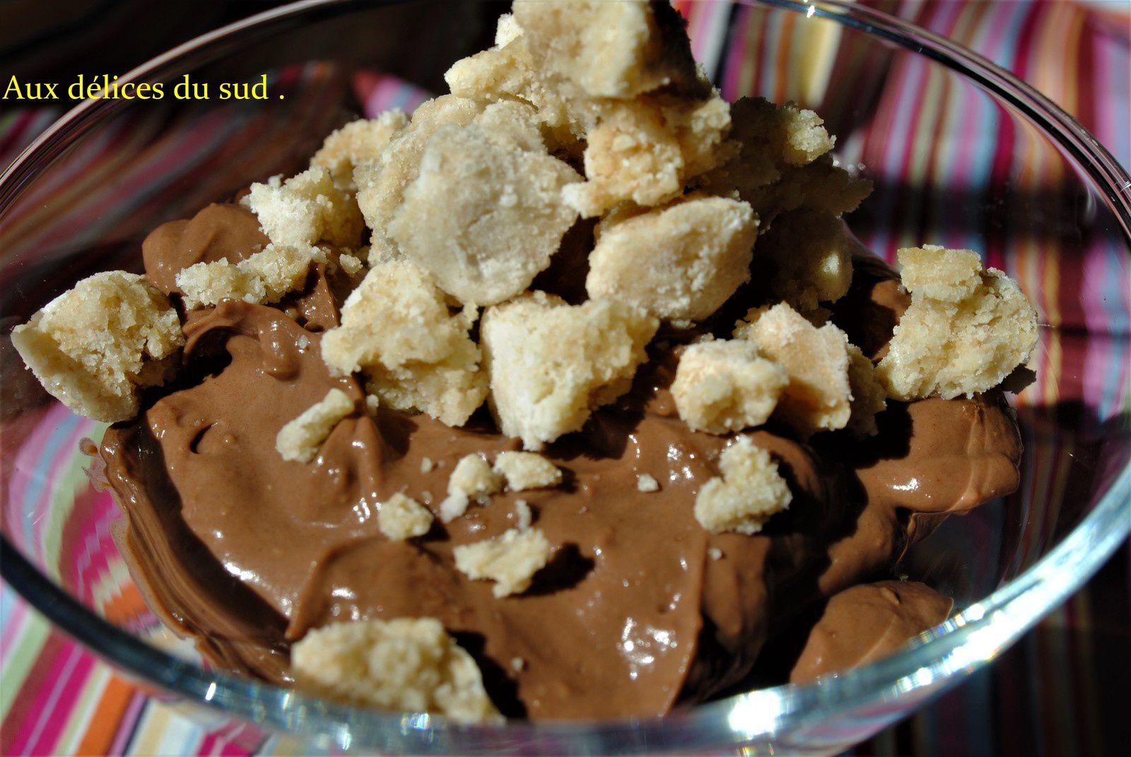 Crème au chocolat et amaretti .