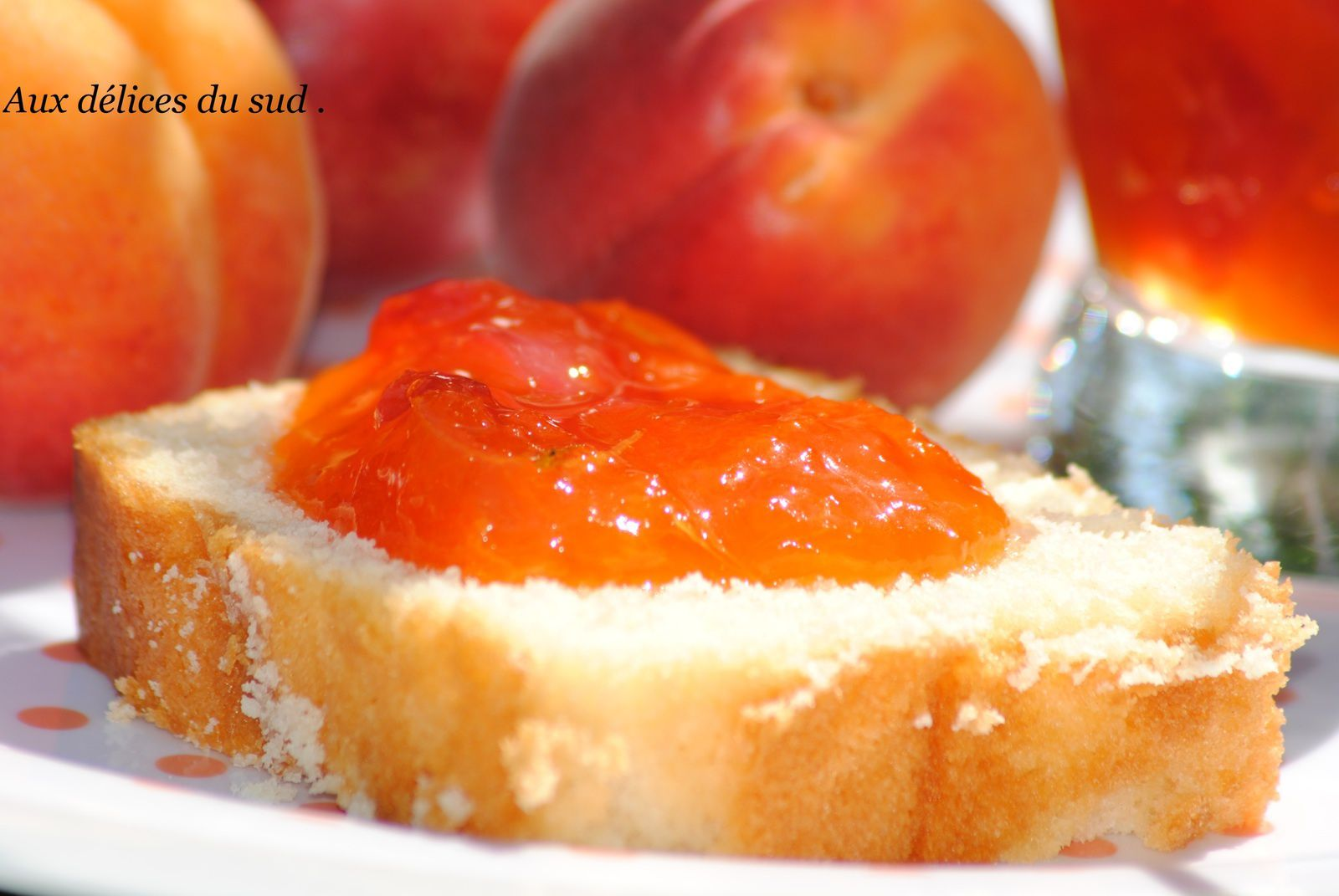 Confiture d'abricots , nectarines au romarin .