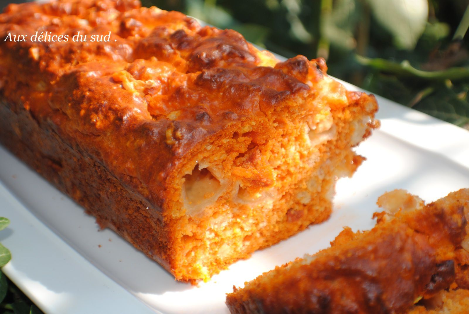 Cake à la tomate ,  chorizo , sauge et mozzarella .