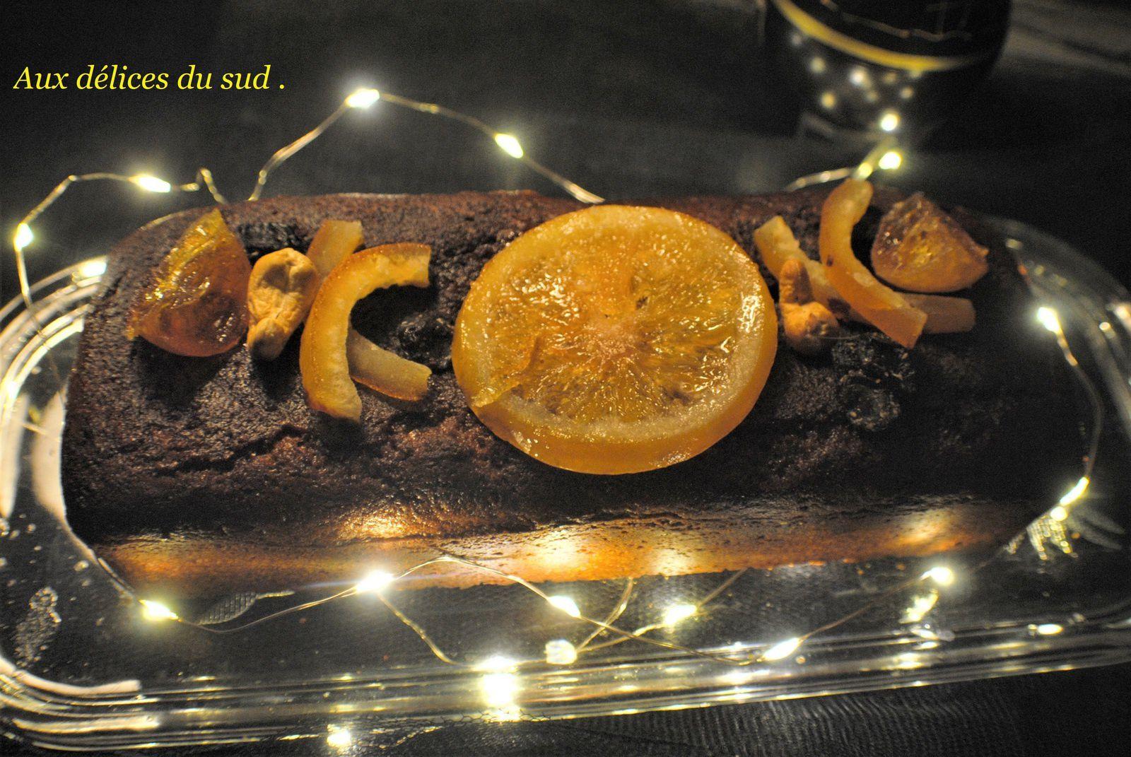 Pain d'épices au miel et aux écorces d'orange confites .