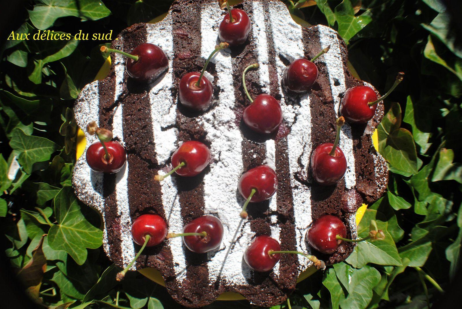 Gâteau choco-amandes et cerises .