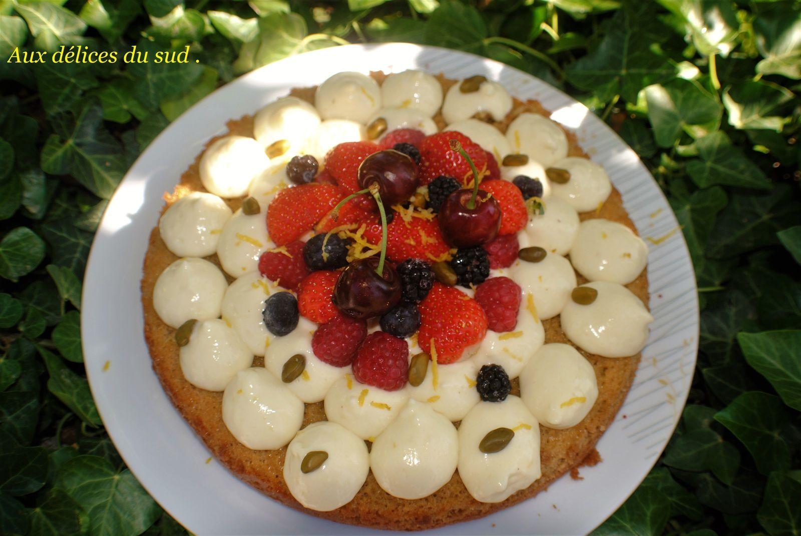 Amandine à la vanille et fruits rouges .