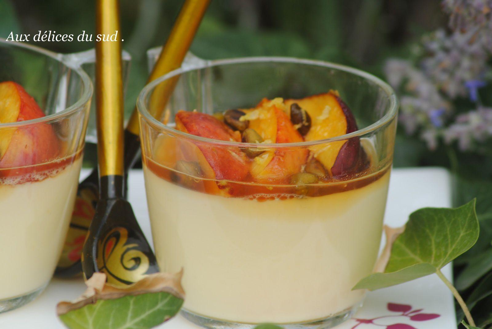 Pannacottas aux brugnons rôtis et au miel de tilleul .