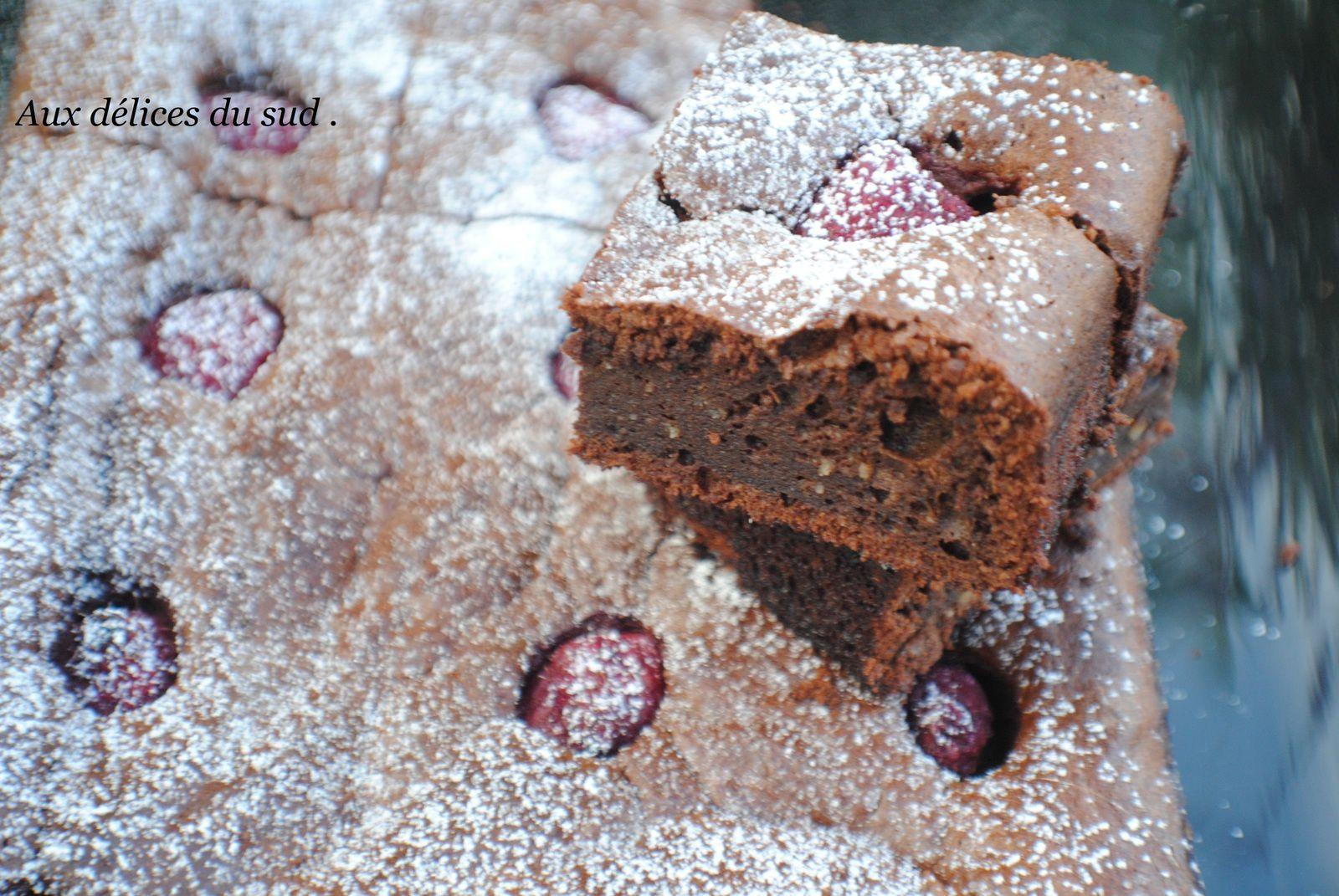 Brownie au chocolat et aux framboises .