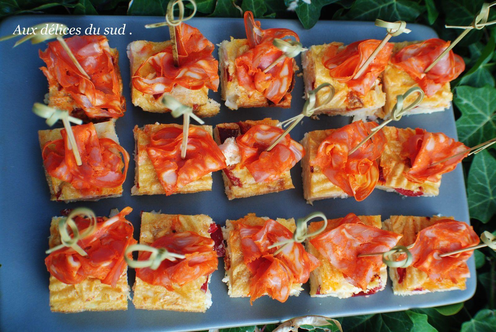 Tortilla aux chips , chorizo , poivron et manchego .