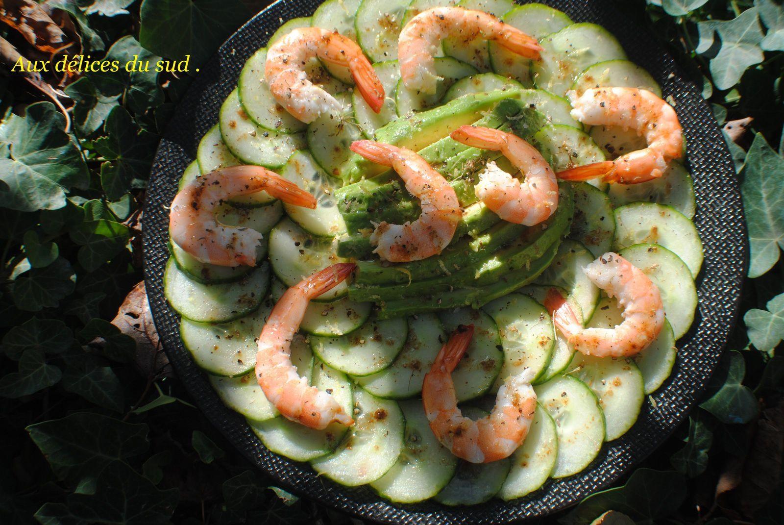 Salade de concombre ,avocat et crevettes .