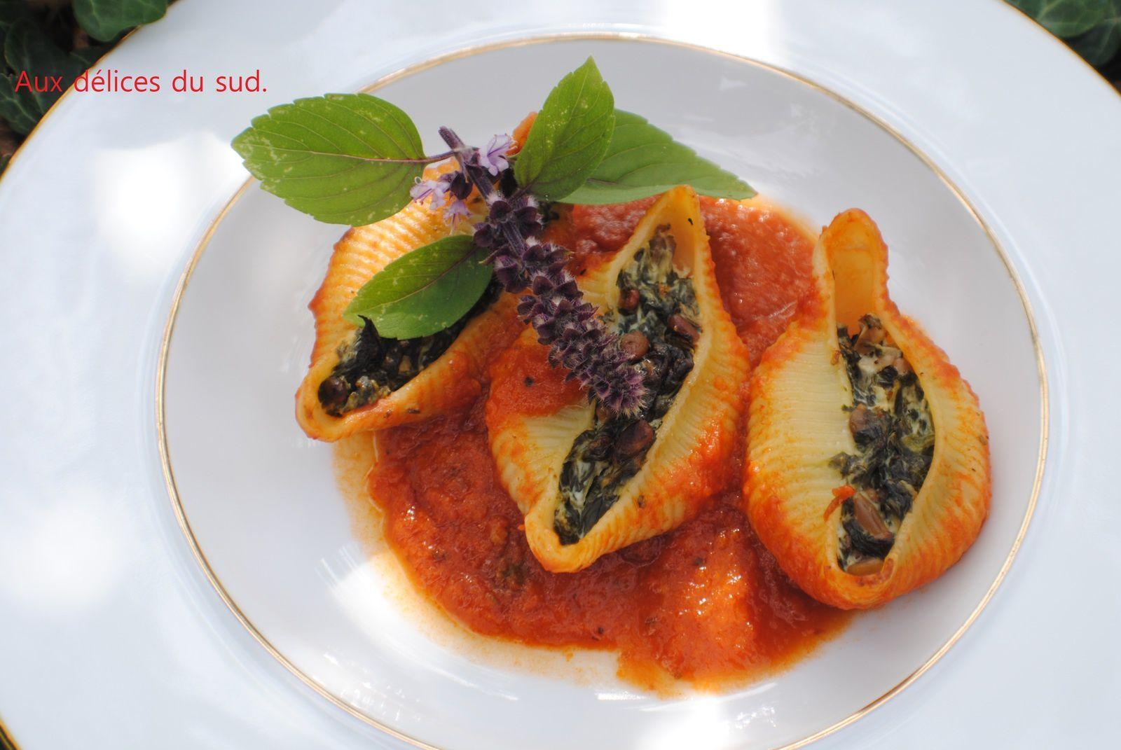 Conchiglionis farcis aux épinards , ricota et graines de tournesol .