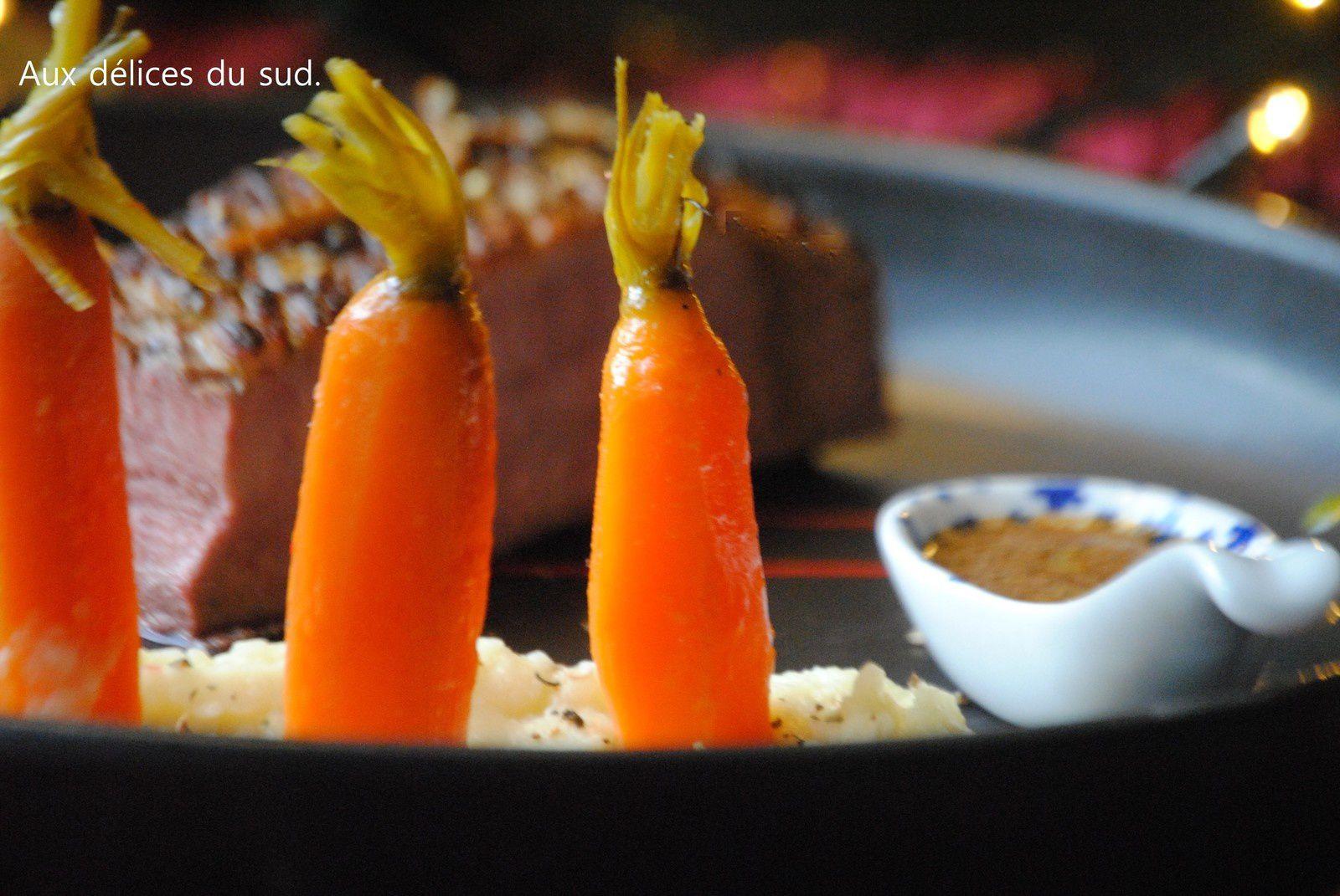 Magret de canard au gingembre , purée de panais et carottes glacées .