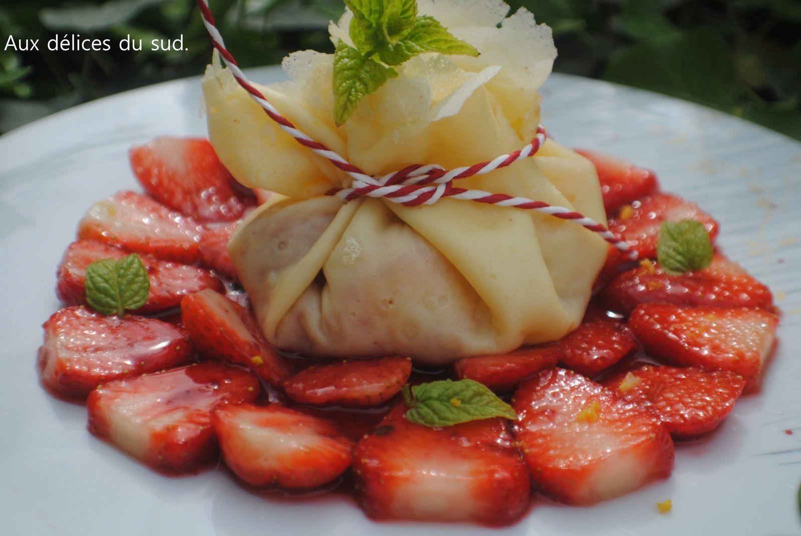 Aumônière de fraises caramélisées .
