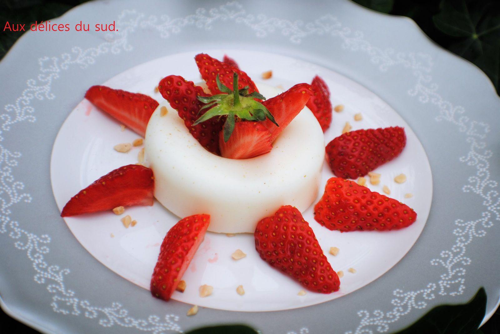 Blanc -manger à la vanille et aux fraises .