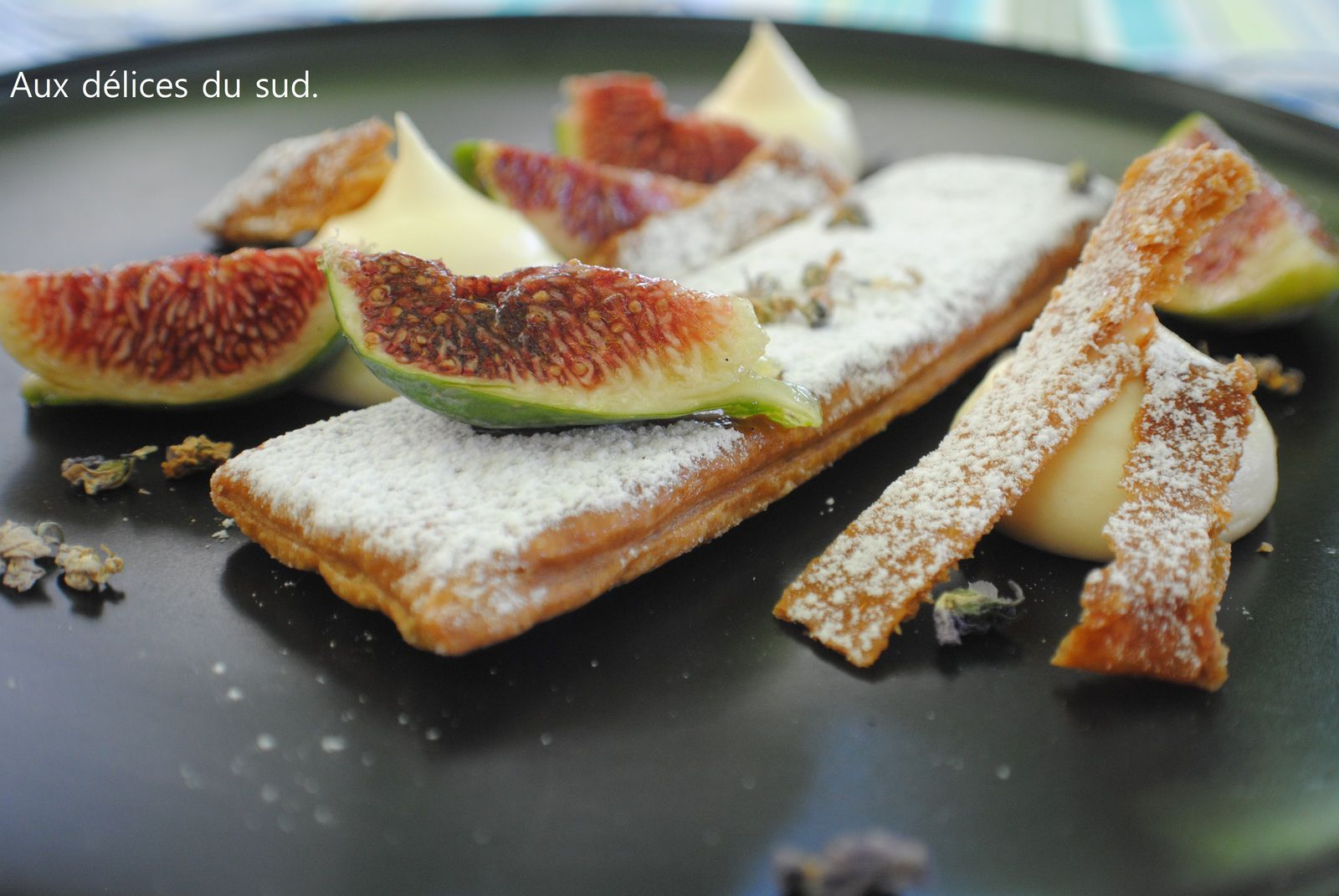 Dessert à l'assiette . Millefeuille aux figues .
