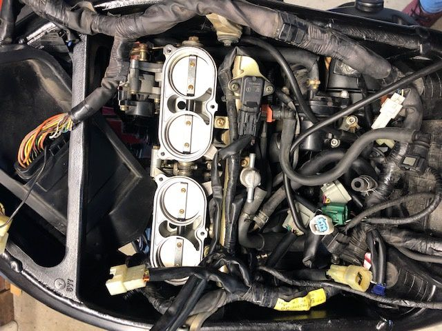 YAMAHA R1 EN PUZZLE avec moteur cassé