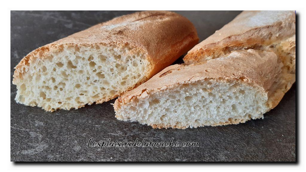Préchauffez le four à 220 °C et déposez un ramequin plein d'eau dans le lèche frite, faites cuire 20 minutes,si vous aimez le pain bien cuit, augmentez le four à 250 °C