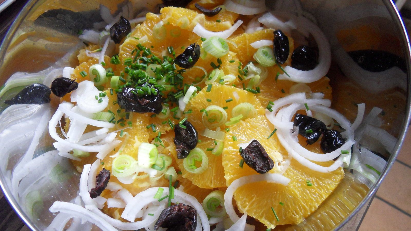 salade d'oranges aux cébettes et olives noires
