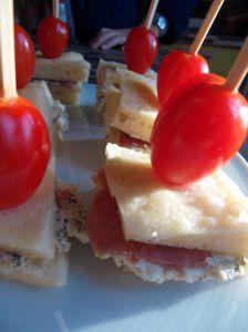 Mini -sandwich de foccacia au jambon de Parme