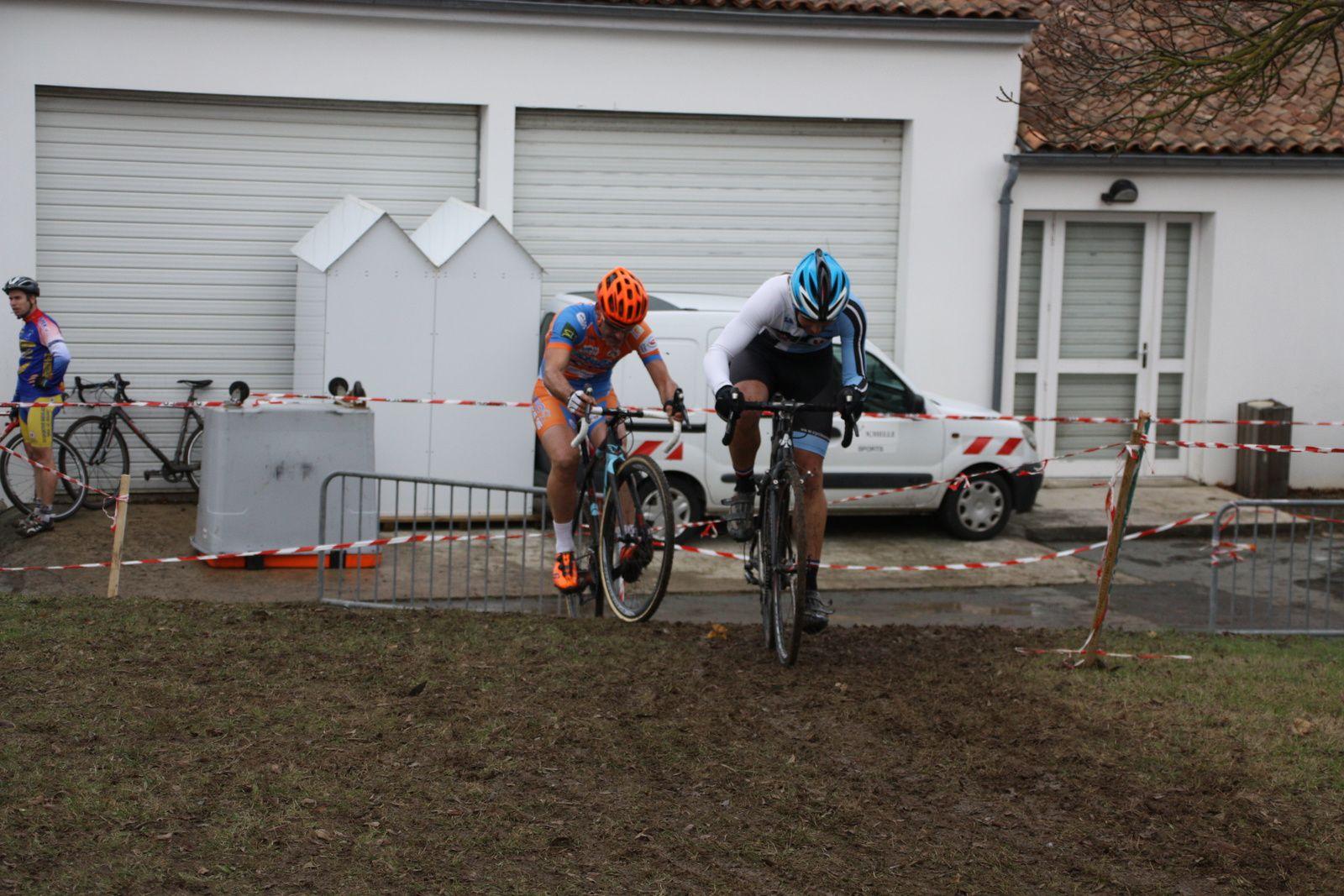 Derriére  le  coureur  de  l'UVA  Stévan  LEGOT  occupe  la  2e  position.