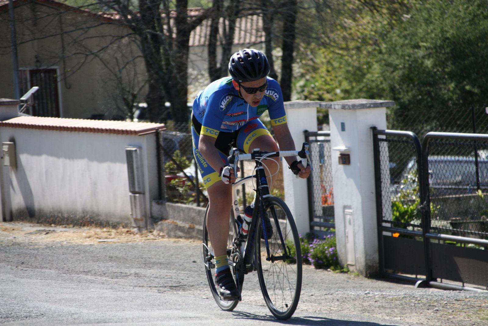 """L'ancien  du  coureur  du  Côte de Beauté C  et  le  vice  champion  de  france  de  cyclo-cross  ont  1'30""""  sur  le  premier  groupe"""