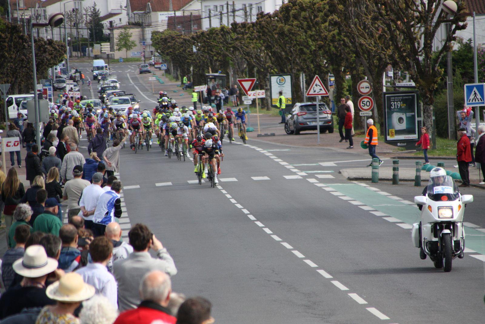 Il  reste  3  tours  ils  sont  4  en  tête  Stéphane  BOUCHET, Paul  FOURNIER,Clément  PINEAU, Quentin  VIGIER
