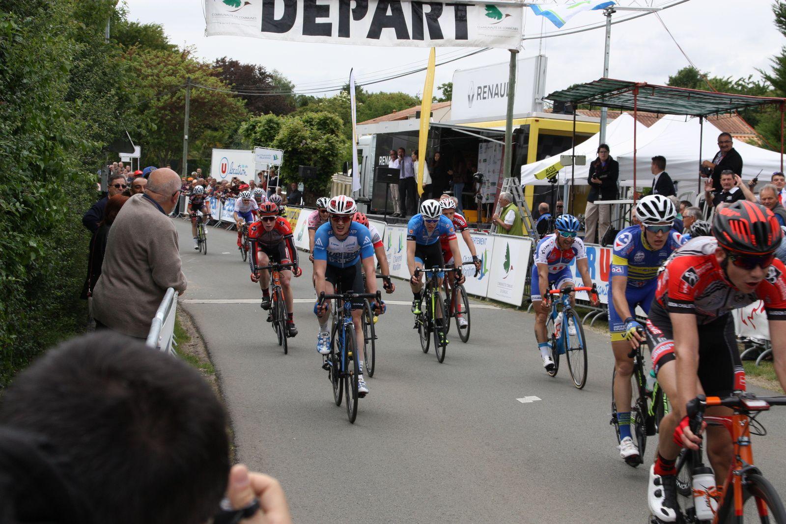 L'arrivée  du  groupe  de  tête.1 OLAVARRIA ABARCA Arnold Cristobal (CHI/1) BBA les 154 km en 3h30'47'' (moy. 43,836 km/h) 2 * GASIOROWSKI Mariusz (POL/1) APO à 00'' 3 DANIEL Aurélien (FRA/1) DIN '' 4 THOMINET Camille (FRA/1) CMA '' 5 * VINCENT Joris (FRA/1) VIL '' 6 * RONXIN Pierre (FRA/1) G.C '' 7 BIDEAU Ludovic (FRA/1) VSC '' 8 BUTTNER Simon (FRA/1) BBA '' 9 * DO REGO Fabio (FRA/1) T.P '' 10 * GUILLOT Romain (FRA/1) VIL '' 11 * GUERNALEC Thibault (FRA/1) DIN '' 12 * HENRIO Ewen (FRA/1) G.C '' 13 * CHOPIER Loïc (FRA/1) VSC '' 14 * PRODHOMME Nicolas (FRA/1) CMA '' 15 PERROCHEAU Willy (FRA/1) APO '' 16 * BORDES Cyril (FRA/1) POC '' 17 * DELEHAYE Bryan (FRA/1) UPB '' 18 THEVENEZ Geoffrey (FRA/1) POC '' 19 * DEMEAUTIS Matthieu (FRA/1) G.C '' 20 PIERRAT Julien (FRA/1) PEH '' 21 * BIONDI Andrea (FRA/1) CCI '' 22 SAVICKAS Zydrunas (LTU/1) BBA '' 23 WILD Damian (FRA/1) VCT '' 24 LEBRETON Romain (FRA/1) UCC '' 25 CLUZAN PRINCE Morgan (FRA/2) CCP '' 26 * ZINGLE Axel (FRA/2) VCU à 04'' 27 * EVENOT Killian (FRA/1) CMA à 41'' 28 * PERNOT Nathan (FRA/1) MSC '' 29 ROTURIER Anthony (FRA/1) UCC '' 30 * TOURNIEROUX Victor (FRA/1) VIL '' 31 VALADE Jayson (FRA/1) CCP '' 32 CHANCRIN Camille (FRA/1) BBA '' 33 TIELEMANS Pierre (FRA/1) UPB '' 34 * BOUVIER Léo (FRA/2) ACB '' 35 * GRAY Jake (IRL/1) VCT '' 36 RACAULT Ronan (FRA/1) G.C '' 37 * RIOU Alan (FRA/1) DIN '' 38 EVRARD Laurent (BEL/1) VIL '' 39 BIHEL César (FRA/1) DIN '' 40 HOUANARD Steve (FRA/2) VSC '' 41 * VALETTE Pierre (FRA/1) T.P '' 42 * PIRY Sébastien (FRA/1) CMA '' 43 * DESCHATRES Martin (FRA/2) VCU '' 44 DUGUENET Stéphane (FRA/1) G.C '' 45 BERLIN SEMON Joseph (FRA/1) ACB '' 46 * NAKAMURA Keisuke (JPN/1) UPB '' 47 CLERE Emilien (FRA/1) VSC '' 48 DE JONCKHEERE Johan (FRA/1) VSC '' 49 HUCK Gaëtan (FRA/1) PEH '' 50 LOUICHE Vincent (FRA/1) VCT ''  Lire la suite : http://www.directvelo.com/actualite/58038/boucles-nationales-du-printemps-et-1-classements