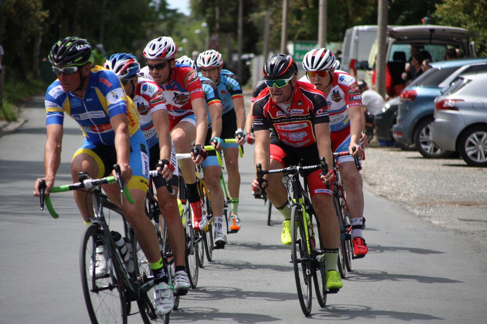 6  coureurs  se  sont  dégagés  au  2e  tour
