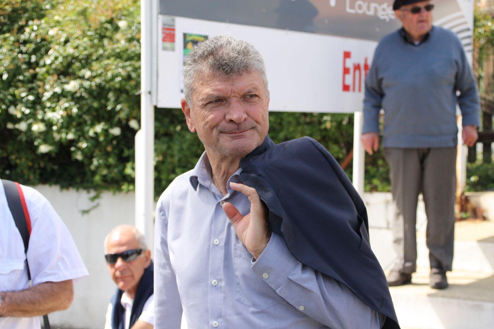 Bernard  THEVENET  était  présent  toute  la  journée, il  à  même  fait  un  tour  de  circuit  avec  certains  coureurs, et  répondu  aux  questions  d'Alain  LAGARDE, France 3  et  Demoiselle FM.