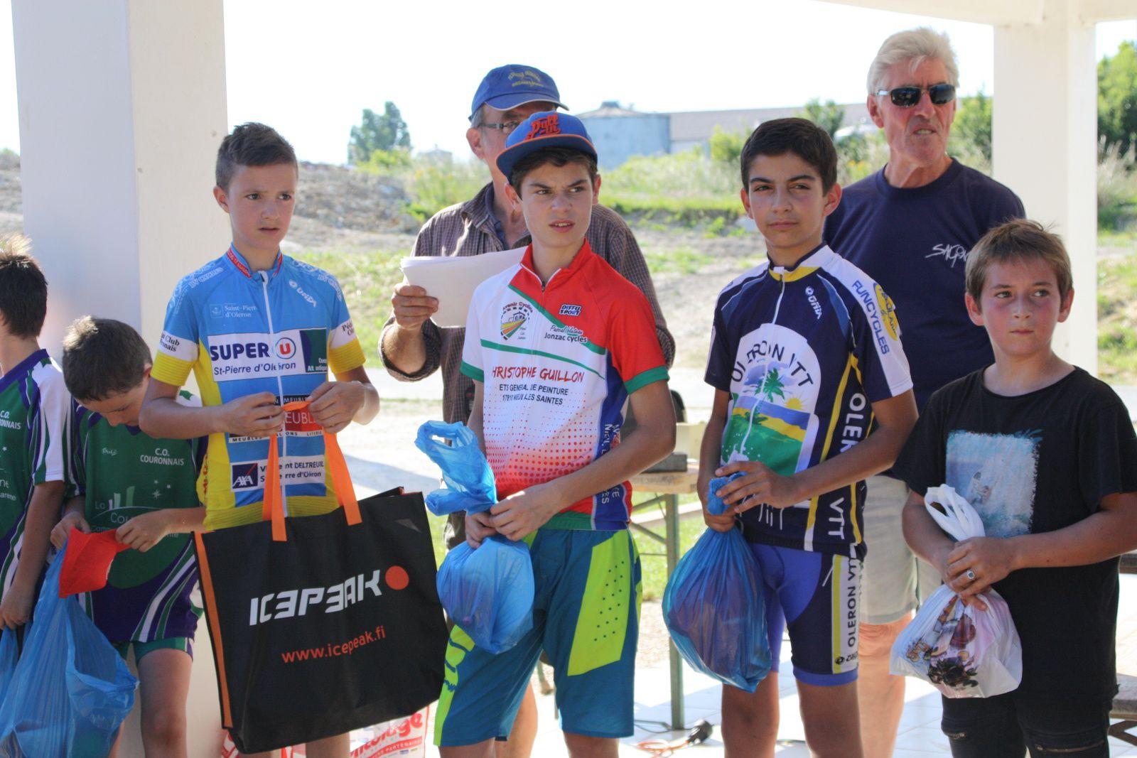 Le  podium  Minimes  avec  Alexis  à  la   2e  place  et  Gabriel  à  la  5e