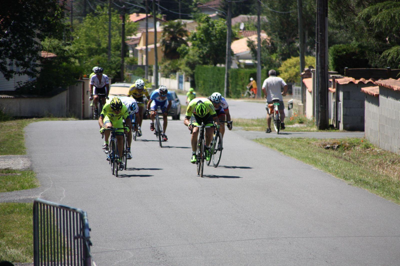 2e  Christophe  LANDRY(EC 3M), 3e   Bernard  VERMOOTE(EC  Foyenne),  4e  Christophe  DAVIAUD(R  Guataise), 5e  Jean-Jacques  SKOLNIK(AVC  Libourne),6e  Didier  PASTUREAU(SA  Mussidan), 7e  Jean-Claude  VERREKEN(VC  Le Gua), 8e  Patrick  DENIAU(P  St  Florent)