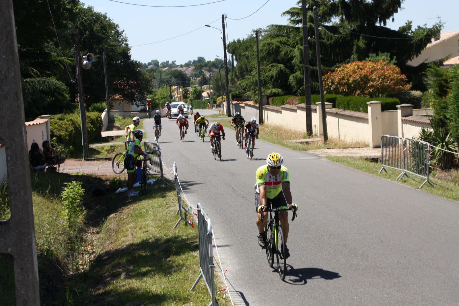 11e  Jean-Pierre  PAILLARD(EC 3M), 12e  Christian  LABROUSSE(R  Guataise), 13e  Hervé  BREQUE(AC  Nieul les Saintes), 14e  Christian  GAUTHIER(AL  Gond-Pontouvre), 15e  Sébastien  LAURIERE(P  Jonzac), 16e  Alain  ROUSSEAU(VC  Le Gua), 17e  Mariette  FLOCARD(Mérignac  VC), 18e  Emmanuel  MERCIER(R  Guataise), 19e  Jean-Luc  CONSTANT(AC 4B), 20e  Thierry  PUYASTIER(SA  Mussidan)