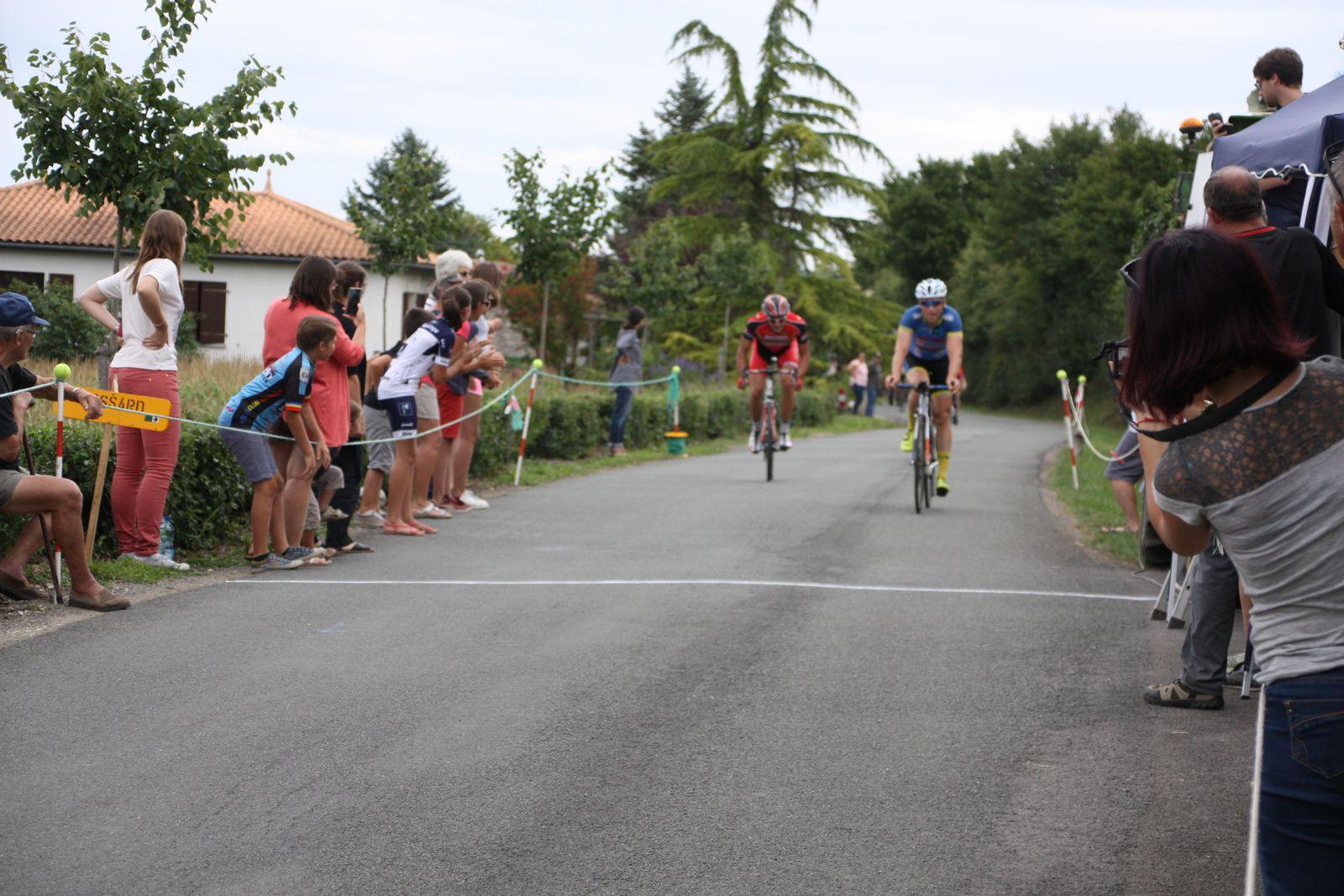 La  victoire  pour  Christophe  KELLER (TC  Chateaubernard), 2e  David  BONNIN(CC  Vervant)