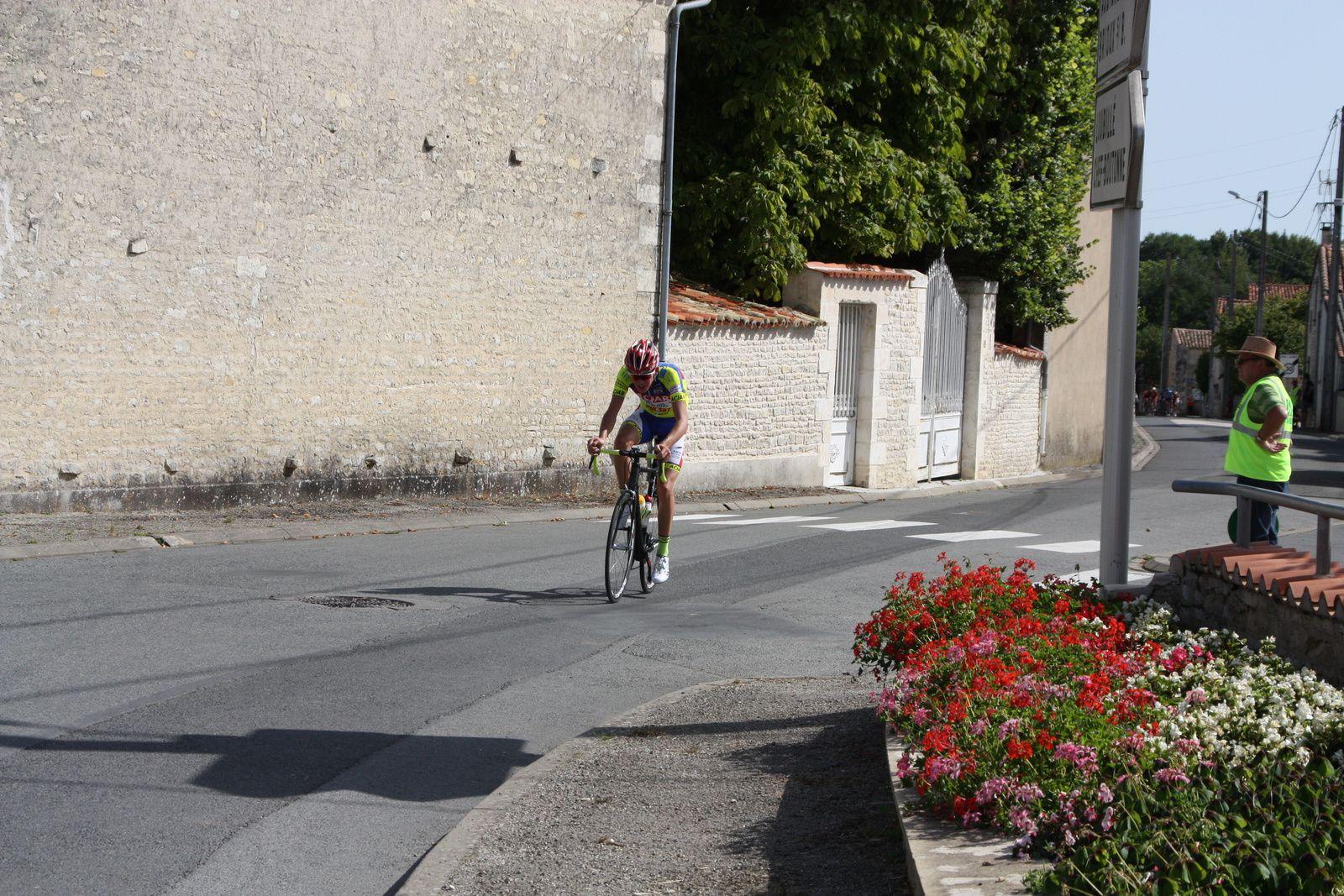Yves  MARTIN  sort  en  contre, les écarts se  creusent
