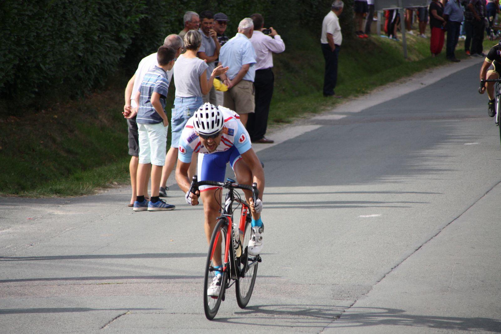 L'arrivée  et  la  victoire pour  Sébastien  CHAMPALOU(CG  Orléans-Loiret)  aprés  celle  de  St  Même  dimanche
