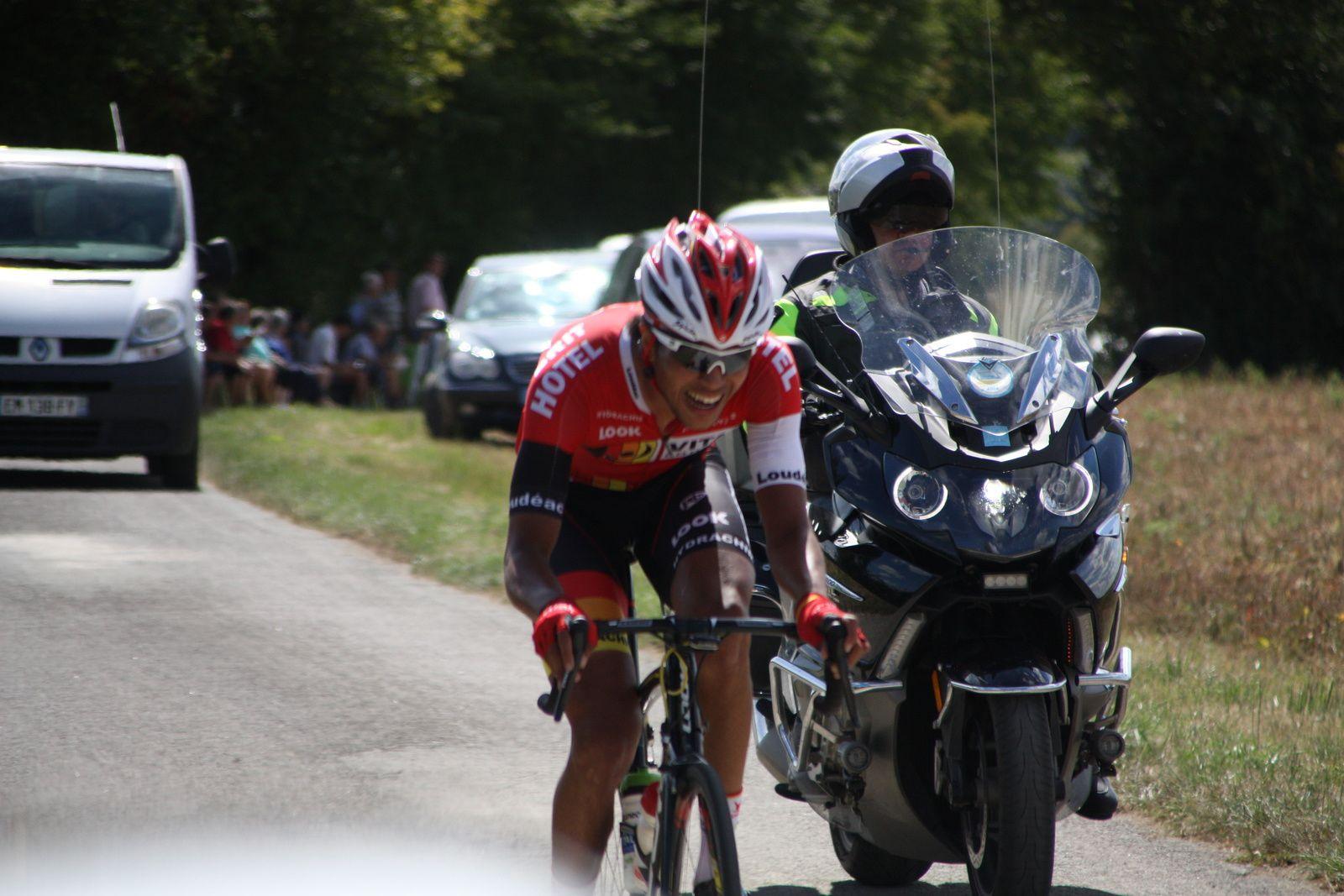 Ludovic  NADON  et  Louis  LAPIERRE  sont  décroché  du  groupe  de  tête, Yoan  PAILLOT  et  Clément  SAINT  MARTIN  tentent  eux  de  revenir.