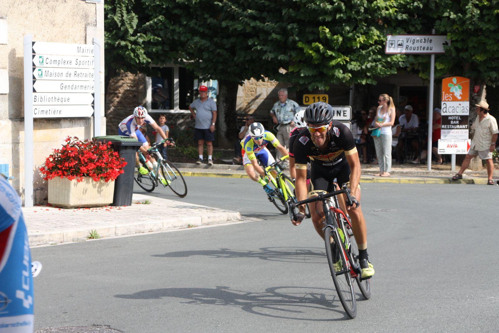 2  coureurs  de  l'EC 3M  et  2  du  VC  Saintes  font  partie  de  ce  groupe  de  7