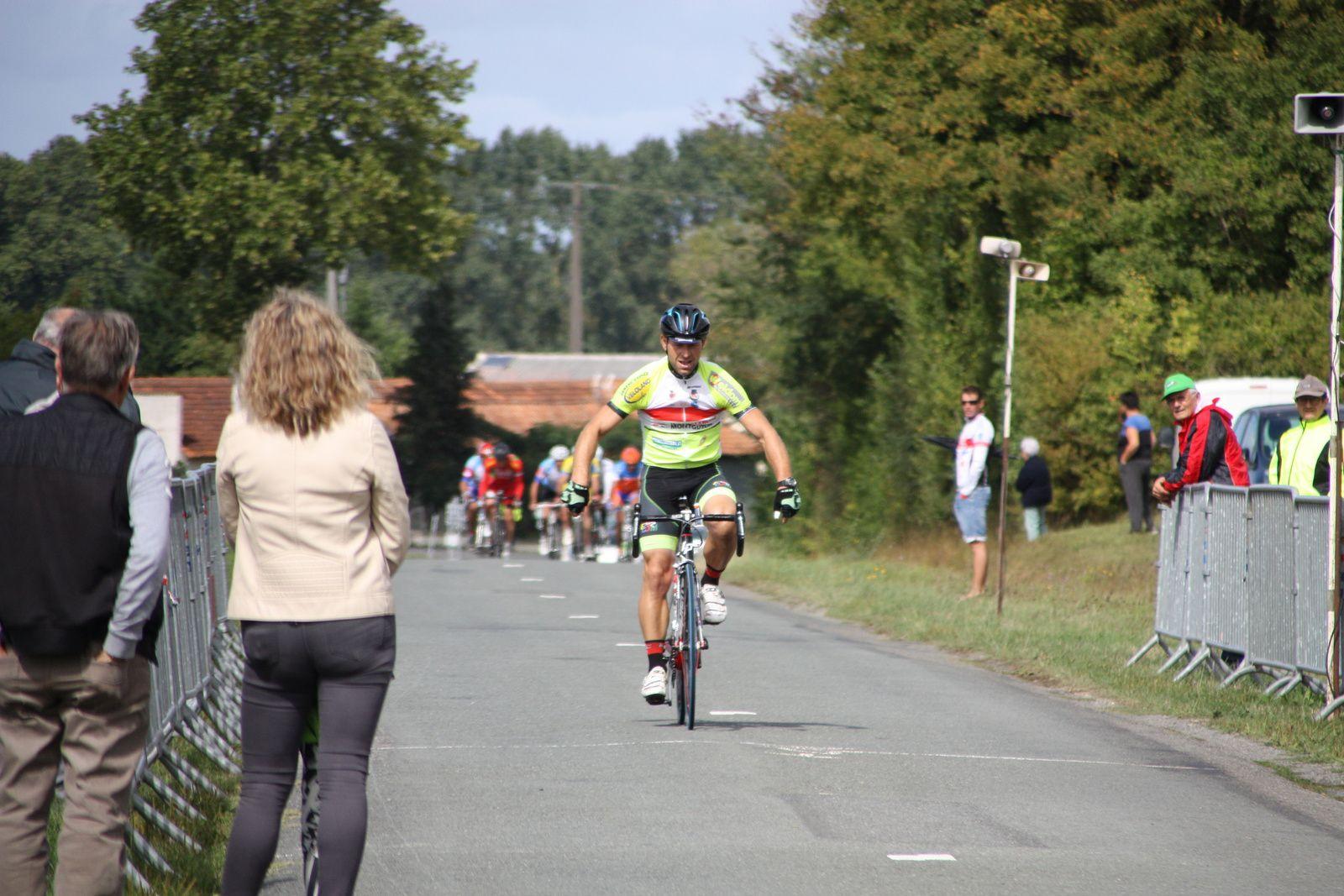 L'arrivée  et  la  victoire  pour  Sébastien  DILLERIN(EC 3M)