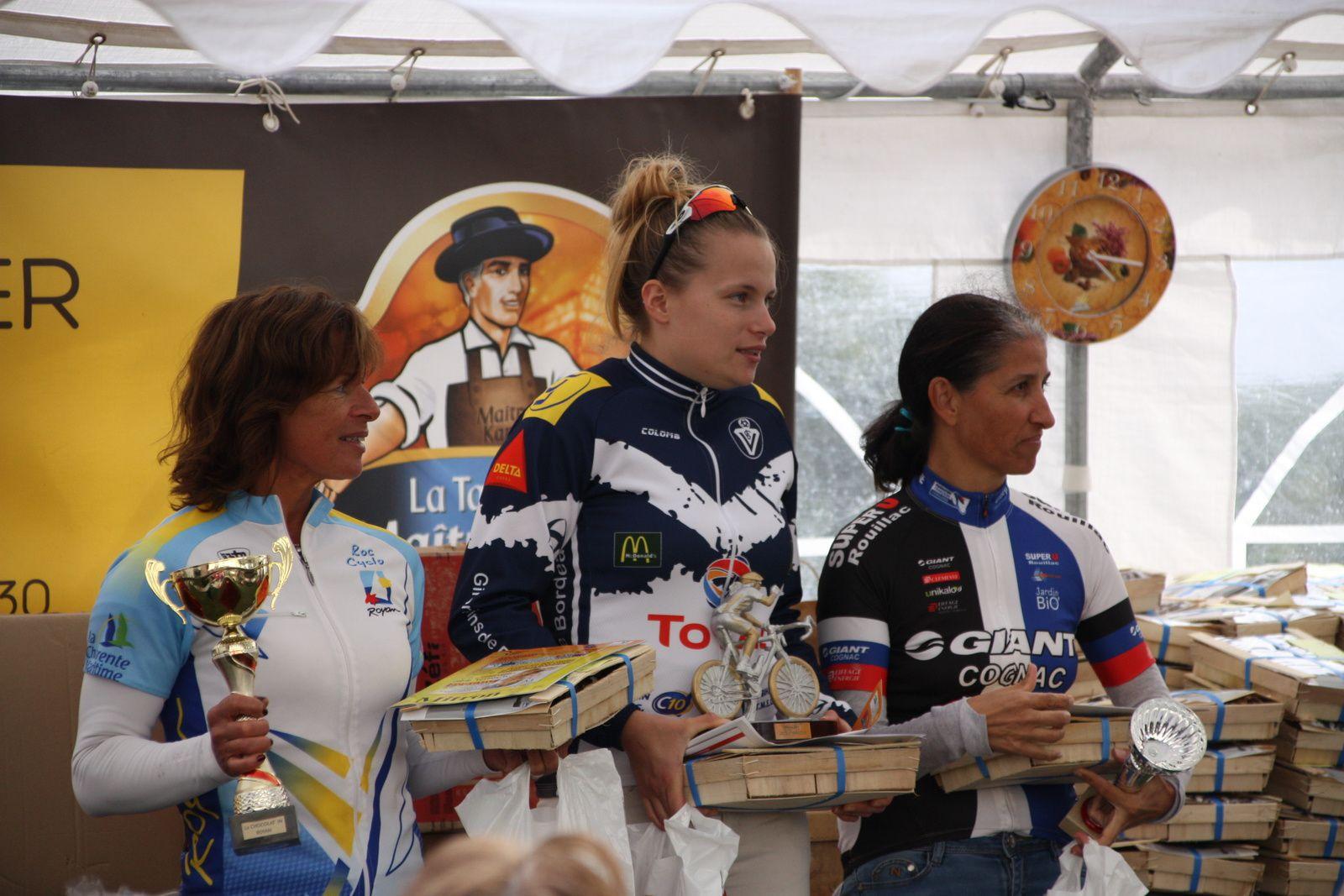 Le  podium  des  Dames  avec  Pauline  VERHOEVEN  à  la  1er  place.