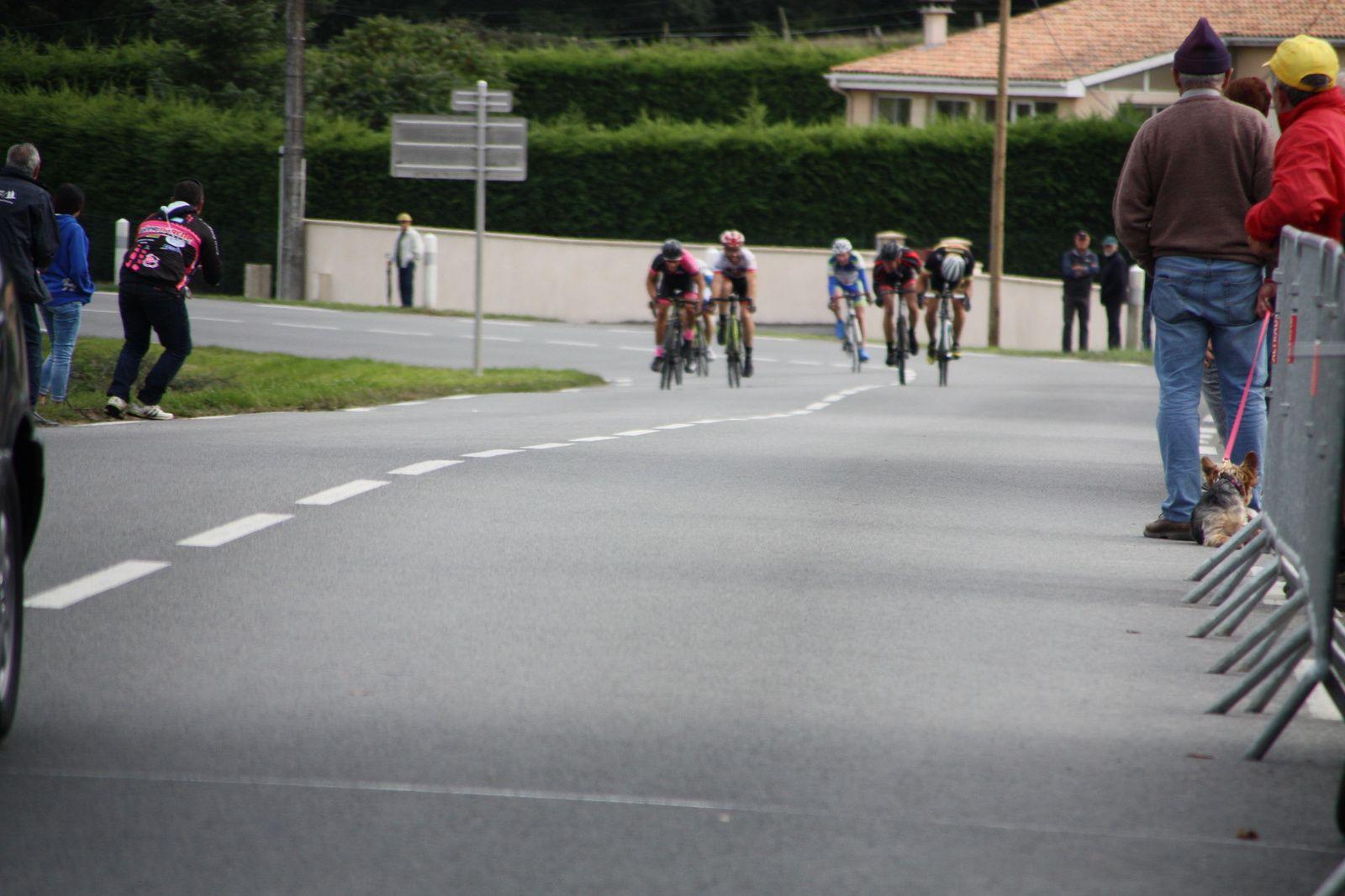 Arrivée  au  sprint  pour  les  7  et  Victoire  pour  Nicolas  LABUSSIERE(Angouléme  VC), 2e  Valentin  COLLET(VC  Rochefort), 3e  Christian  MONIER(C  Poitevin)
