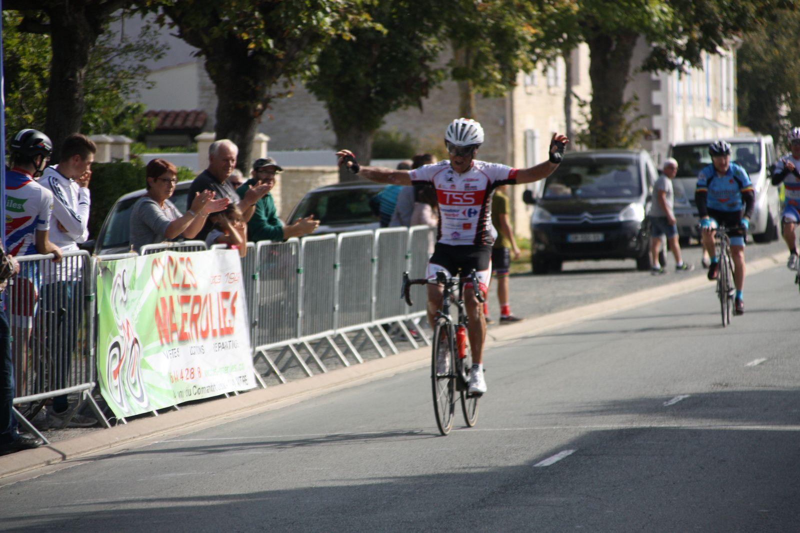 L'arrivée  et  la  victoire  du  local  Jacques  SENSIQUE(T  St  Sauveur)