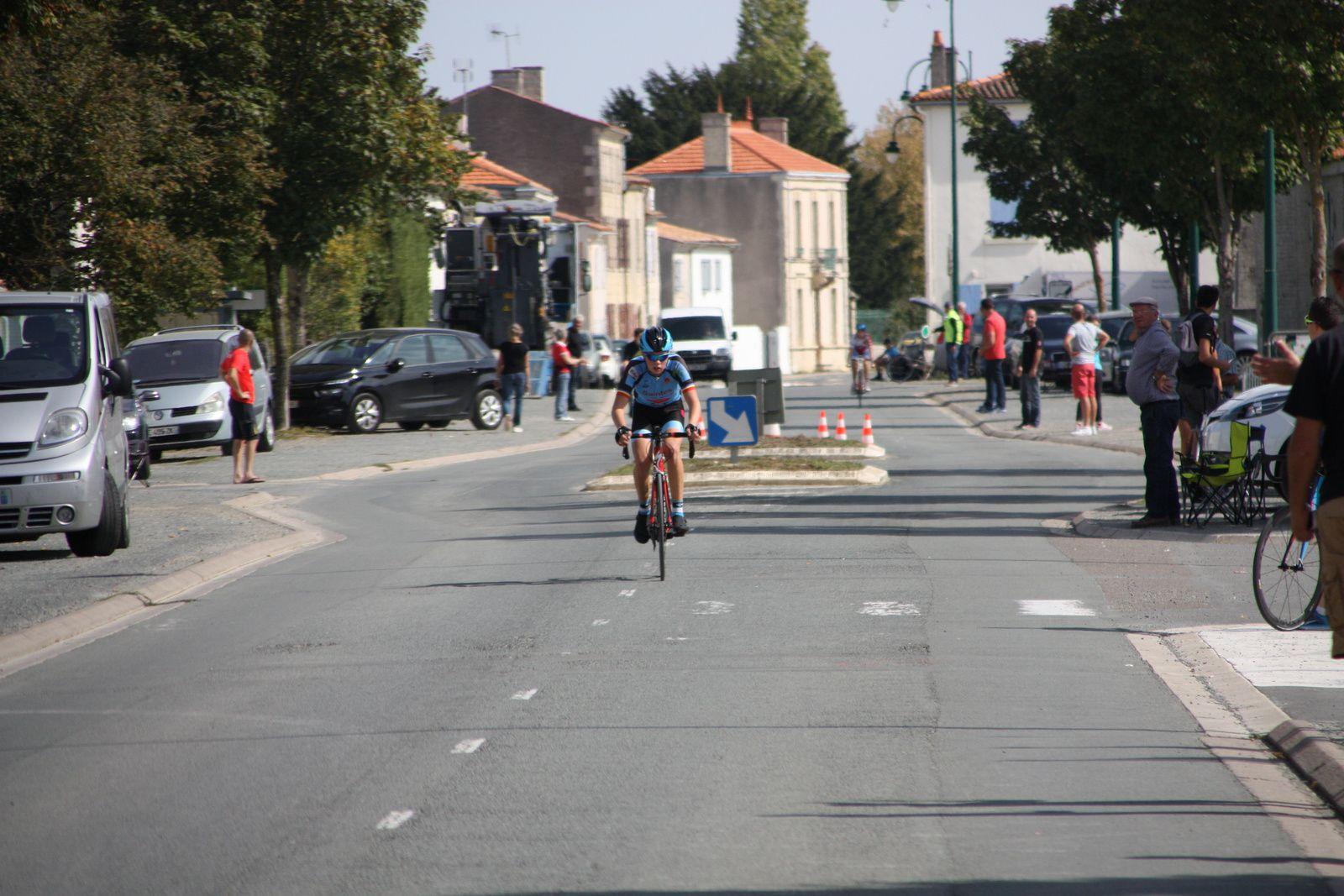 Victoire  en  solitaire  pour  Grégory  POUVREAULT(VC  Saintes)