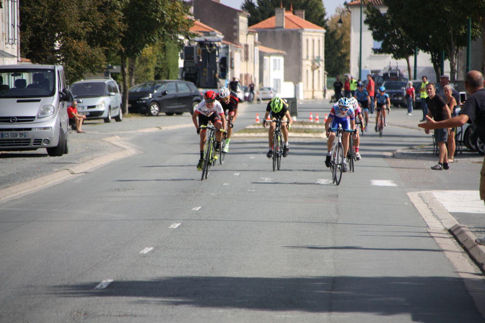 3e Louis  LEPECULIER (CA  Civray), 4e Victor HUCTEAU(AC 4B), 5e  Quentin  CLISSON(Angouléme  VC), 6e  Julien  BENOIT(VC  Rochefort), 7e  Tomy  DRUTINUS(C  Poitevin)