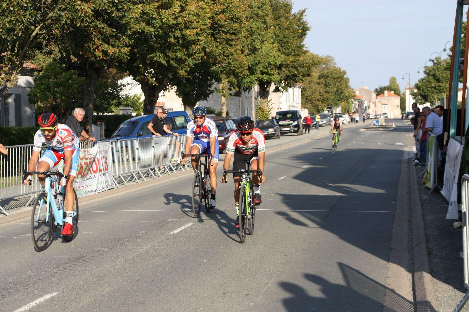 7e  Julien  RANSINANGUE(VC  Charente-Océan), 8e  Lucas  GROLIER(CR Pouzauges), 9e  Michaél  DESNOYER(APOGE),