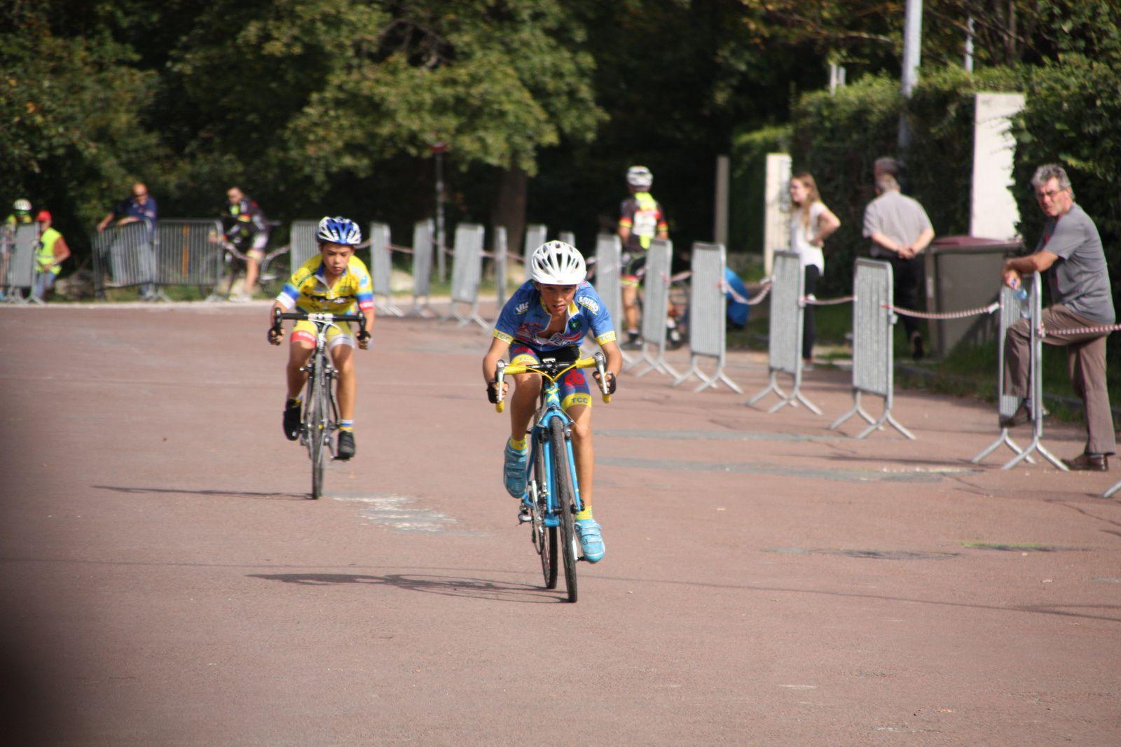 L'arrivée  et  la  victoire  pour  Yanis  JOBIT(TC  Chateaubernard), 2e  Mattei  CACAULT(CC  Vervant), 3e   Gabin  GAUTHIER(UA La Rochefoucault), 4e  Marin  BERNARD(UA La Rochefoucault), 5e  Quentin  TRANQUARD(VC  Rochefort), 6e  Eli  CRON(UVA), 7e  Louis  CONOR(VC  Rochefort), 8e  Alex  VALLAT(VC  Charente-Océan), 9e  Cyprien  VAN WONTERGHEM(AC Macqueville 17), 10e  Mathis  GUERIN(V  Naintré), 12e  Clément  FAIVRE(AC  Macqueville 17), 14e  Tessa  GERDIL(TC  Chateaubernard), 15e  Clara  BECKERS(UVA).