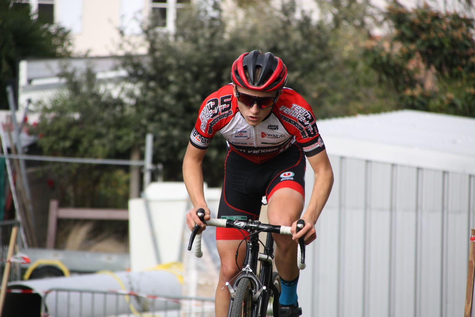 Le  coureur  de  la  P  St  Florent  poursuit  son  raid  solitaire