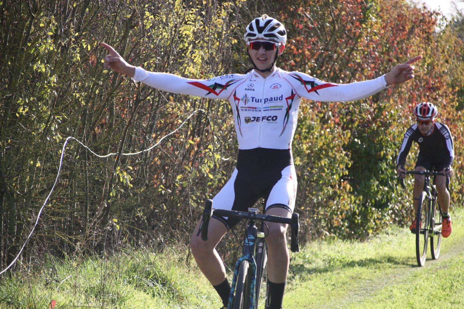 L'arrivée  des  juniors  et  la  victoire  pour  Tom  MAINGUENAUD(P  St  Florent)