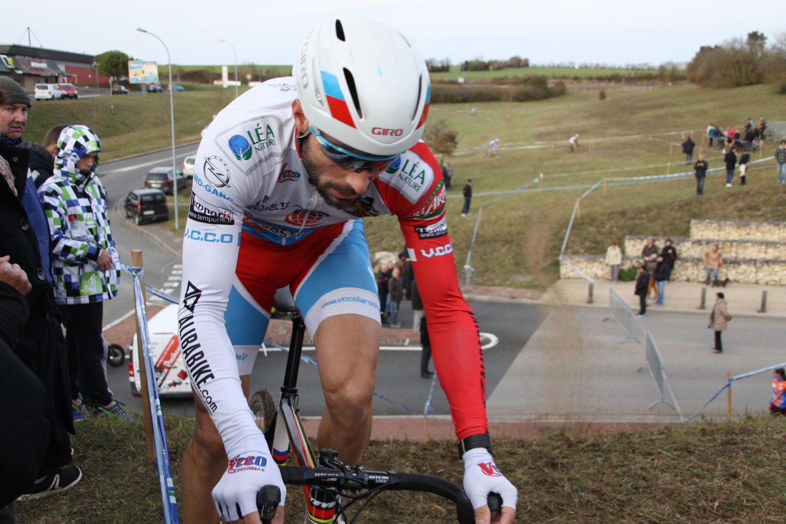 Le  jeune  coureur  de  la  P  St  Florent  creuse  l'écart