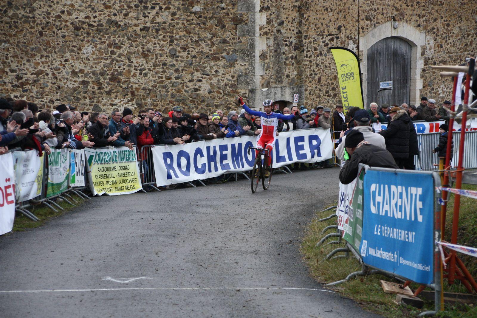 L'arrivée  et  la  victoire  pour  Clément  VENTURINI(Cofidis)