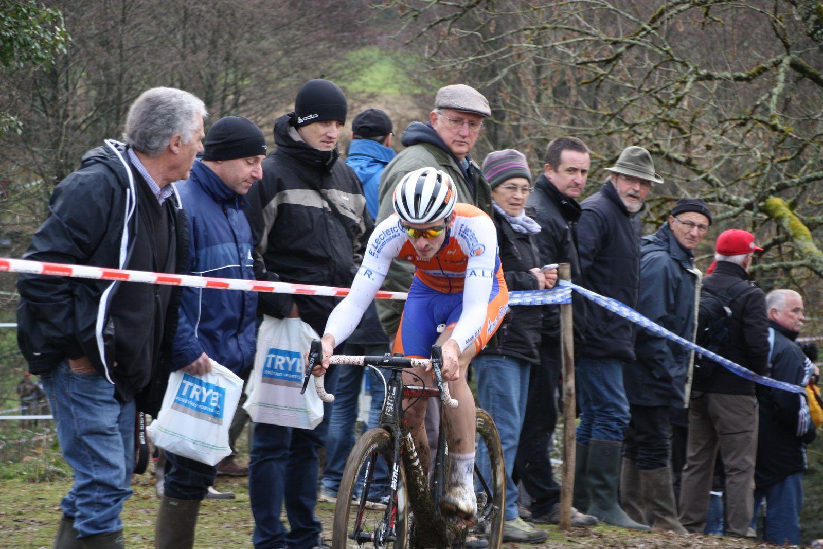 Clément  VENTURINI  a  pris  la  tête  devant  Arnold  JEANNESSON