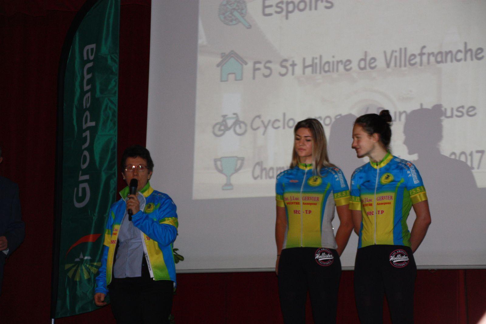 Anais  MORICHON  et  India  GRANGIER  avec  la  présidente  de  la  FS St  Hilaire de Villefranche