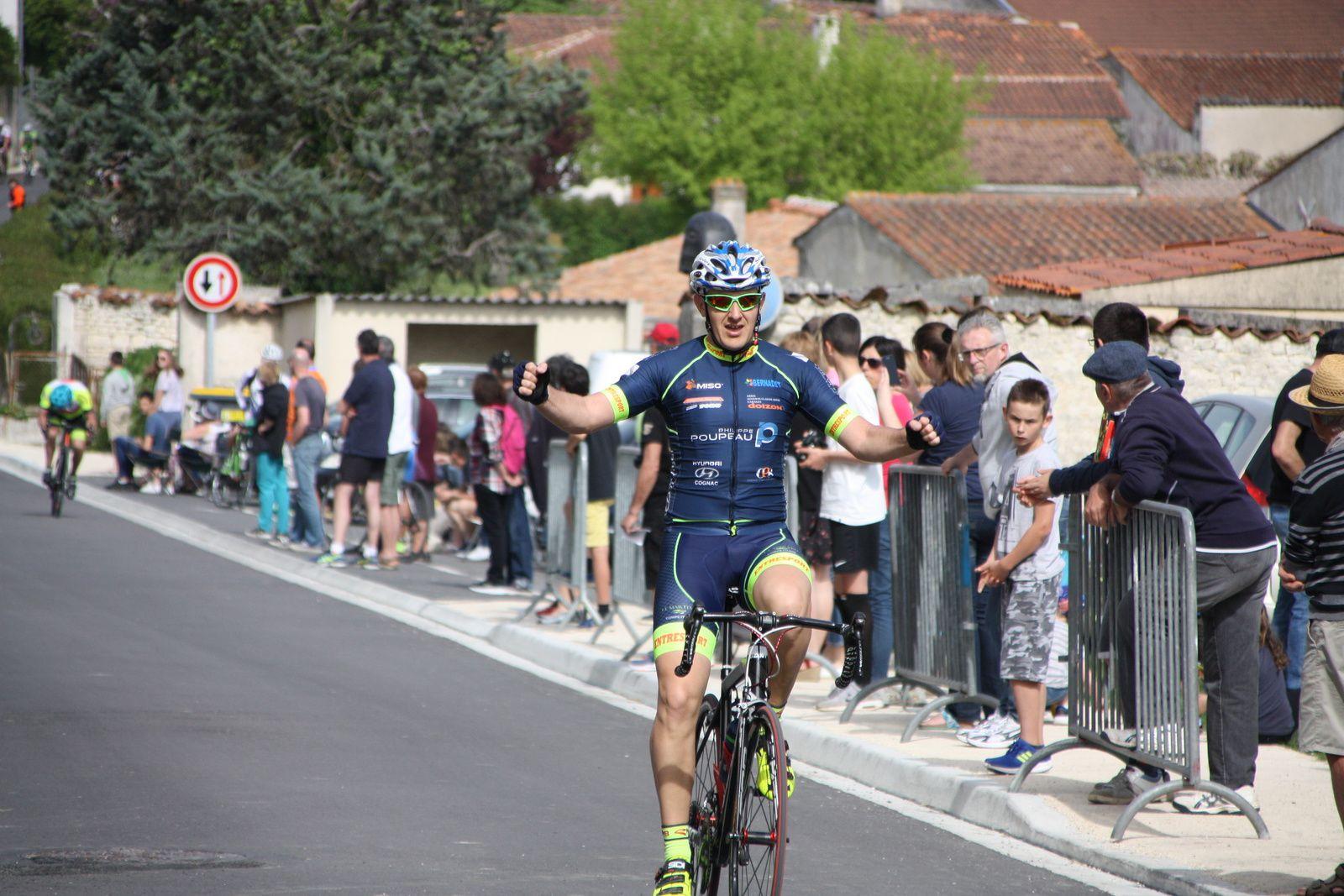 L'arrivée  et  la  victoire  pour   Julien  MICHONNEAU(CL  Martel C)