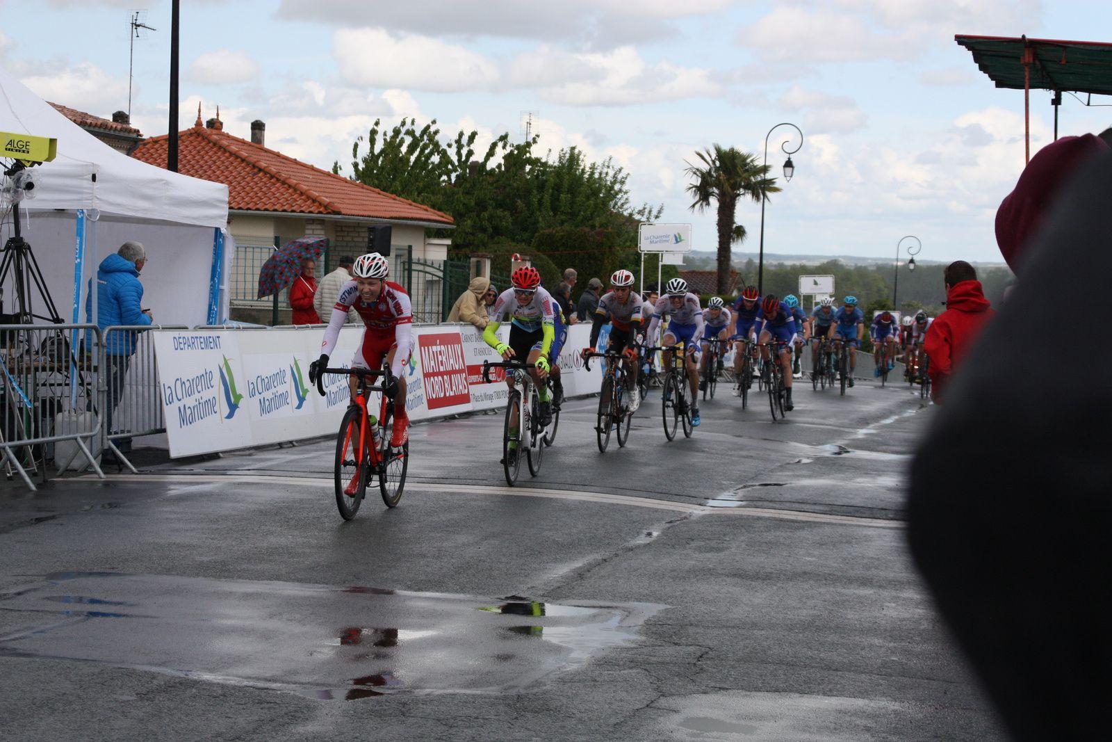 Les  autres  arrivées  1 VAN GUCHT Sten (BEL/1) VCVB les 147 km en 3h36'21'' (moy. 40,767 km/h) 2 * RIOU Alan (FRA/1) TCPD à 01'21'' 3 * GUILLOT Romain (FRA/1) VCVB '' 4 GRANGER Mike (FRA/1) LC53 à 01'23'' 5 RACAULT Ronan (FRA/1) CSD '' 6 * TOULOUSE Nicolas (FRA/1) GC '' 7 DO REGO Fabio (FRA/1) CMA93 '' 8 * GUILLAUME Loïc (FRA/1) CSD '' 9 * ROSS Mathew (AUS/1) AMCB '' 10 LE ROUX Pascal (FRA/1) VCASQ '' 11 BLEIER Baptiste (FRA/1) CMA93 à 01'26'' 12 ROTURIER Anthony (FRA/1) UCC49 '' 13 * GASIOROWSKI Mariusz (POL/1) USSAPB '' 14 * VANDERMEERSCH Emilien (FRA/1) DLC à 01'59'' 15 * MEREDITH Charlie (GBR/1) PEH '' 16 BOULO Matthieu (FRA/1) TCPD à 02'08'' 17 LAMY Julien (FRA/1) CCPD à 02'11'' 18 BIDEAU Ludovic (FRA/1) VSC à 02'16'' 19 * BATISTA Camille (FRA/1) GC à 02'18'' 20 HUCK Gaëtan (FRA/1) PEH à 02'19'' 21 * HARDCASTLE Harry (GBR/2) AMCB '' 22 DUJARDIN Florian (FRA/1) VCVV '' 23 * GUINET Dylan (FRA/1) CMA93 '' 24 PHILIBERT Aurélien (FRA/1) VCT '' 25 * WATRELOT Jean Lou (FRA/1) DLC '' 26 LELEU Antoine (BEL/1) DLC '' 27 TIELEMANS Pierre (FRA/1) USSAPB '' 28 * DUBOIS Corentin (FRA/1) POCCL '' 29 * KISKONEN Siim (EST/1) VCT '' 30 ROLLAND Loïc (FRA/1) VCVB '' 31 * DELEHAYE Bryan (FRA/1) USSAPB '' 32 * BOUCHERY Gaetan (FRA/2) POCCL '' 33 * KERRAUD Erwann (FRA/1) CSD '' 34 CLERE Emilien (FRA/1) VSC '' 35 MONCOMBLE Nicolas (FRA/1) DLC à 02'24'' 36 MARY Clement (FRA/1) LC53 '' 37 * DIENERT Raphaël (GER/2) PEH à 02'26'' 38 * SHAUCHENKA Siarhei (BLR/2) AZU à 02'59'' 39 KERVRAN Kevin (FRA/1) LC53 '' 40 * JUNTUNEN Antti Jussi (FIN/1) PEH à 03'01'' 41 * DESCHATRES Martin (FRA/1) VCUS à 03'03'' 42 DE JONCKHEERE Johan (FRA/1) VSC à 03'06'' 43 GENETIER Francis (FRA/1) CCIC à 03'07'' 44 PELLERIAUX Nicolas (FRA/1) VCASQ à 03'14'' 45 QUEMERE Tao (FRA/1) VCVB à 04'28'' 46 BILLON Alexandre (FRA/1) CSD à 06'46'' 47 RONXIN Pierre (FRA/1) GC '' 48 TENAILLEAU Lylian (FRA/1) POCCL ''  Lire la suite : https://www.directvelo.com/actualite/66119/boucles-nationales-du-printemps-et-2-classements
